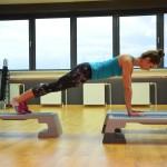 Ćwiczenia plank na mocny brzuch dla biegających kobiet