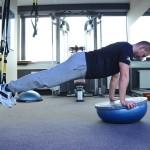 Trening uzupełniający bieganie: taśmy TRX i piłki Bosu