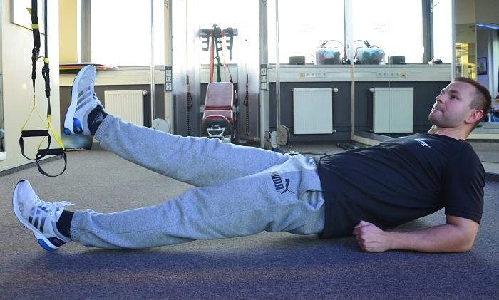 plank odwrocony unoszenie nogi
