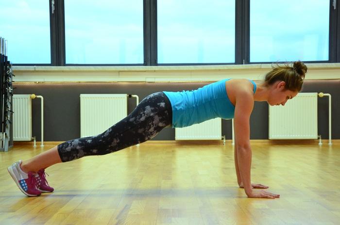 plank pozycja kobieta