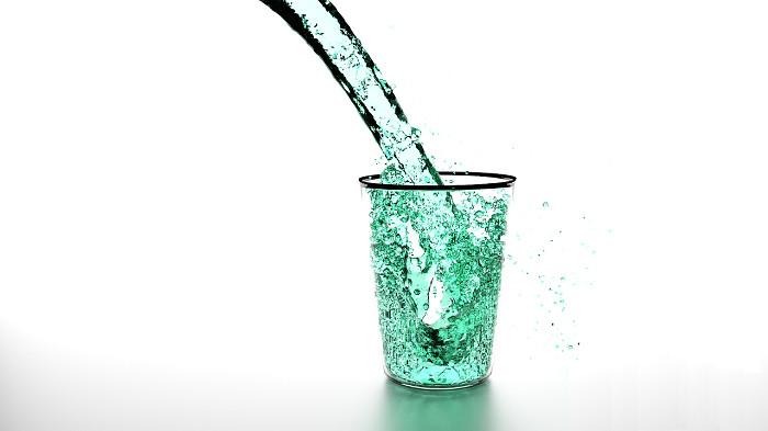 Woda picie bieganie