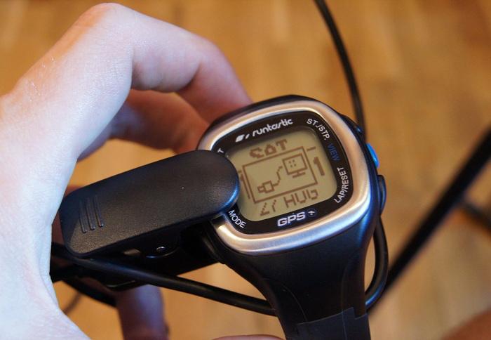 Runtastic GPS Watch - ładowanie