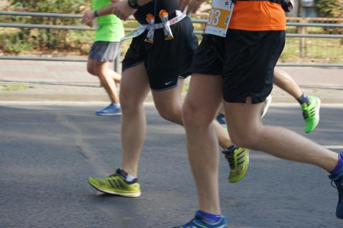 suplementy stawy bieganie