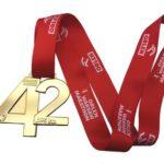 Oficjalne koszulki i medal ORLEN Warsaw Marathon 2017