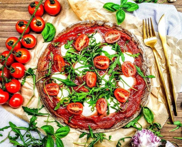 Pizza z mąki razowej gotowa w 15 minut