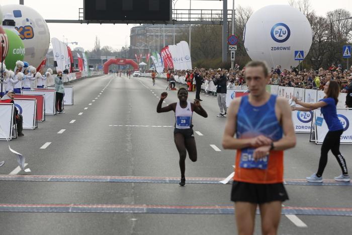 PZU Półmaraton Warszawski Gladys Jeptepken na mecie