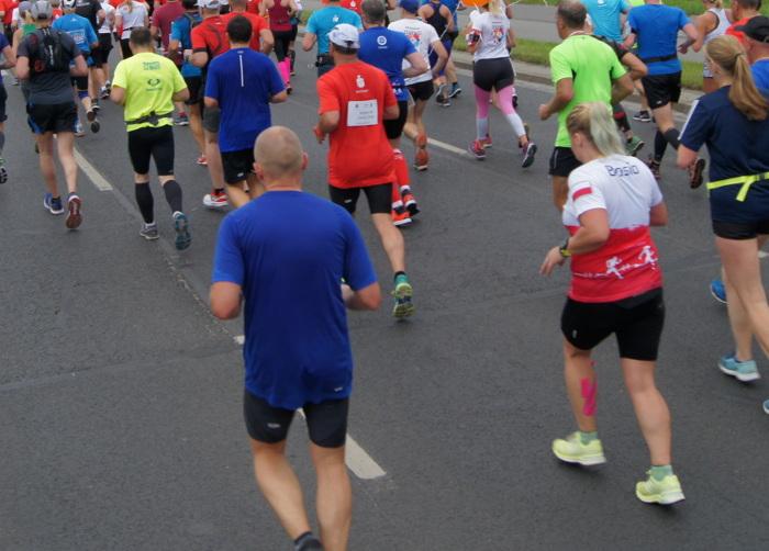 PKO Poznań Półmaraton 2019 trasa i biegacze