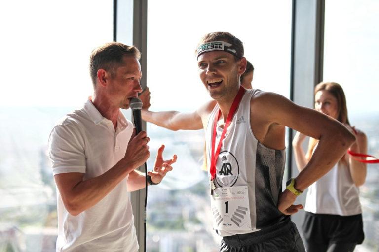 Piotr Łobodziński znów triumfuje w Sky Tower Run 2019