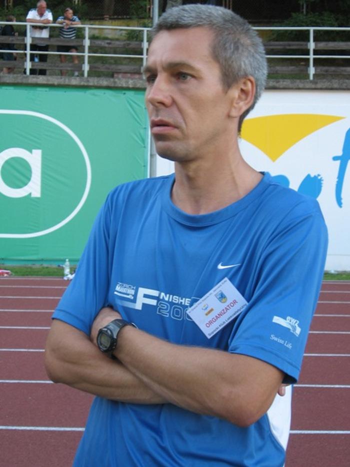 Zbigniew Nadolski na medalu 29. Półmaratonu Signify PHILIPS Piła