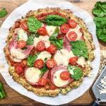 Pizza z cukinii, która zaskakuje smakiem [PRZEPIS]