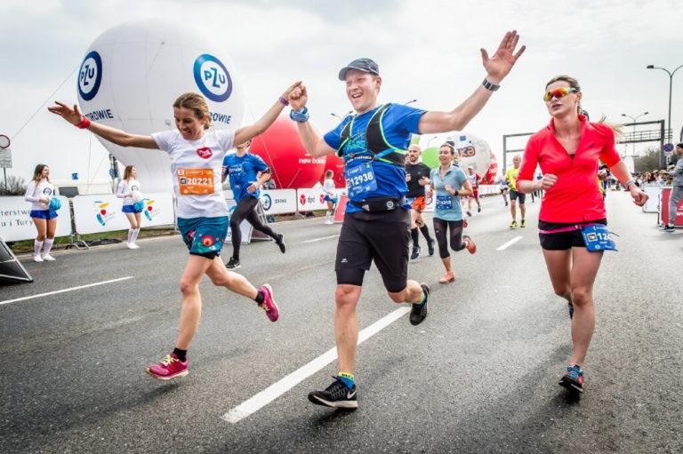 Biegacze zbierają pieniądze na potrzeby służby zdrowia